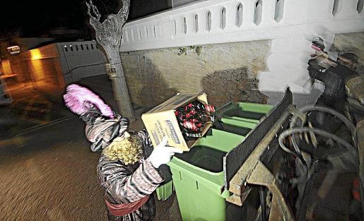 Mao centro Dia del Libro Sant Jordi libros y rosas en la calle