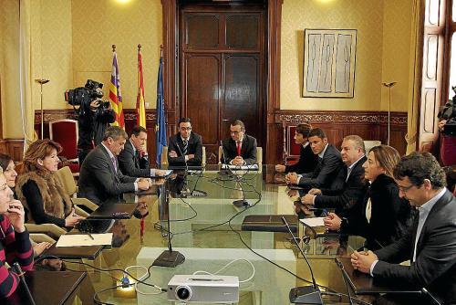 El rey Felipe VI ha recibido hoy en el Palacio de la Zarzuela al presidente del Gobierno, Mariano Rajoy