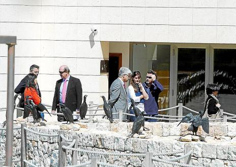 Núria Riera con los representantes de los directores de Primaria y Secundaria
