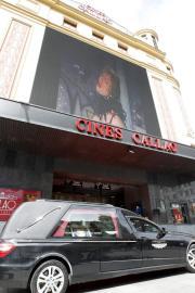 Toni Riudavets, al centre, és el director del grup teatral, tot i que «L'hora del cafè» es representarà baix la direcció de Damià Bosch