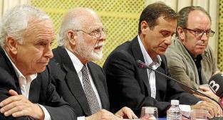 El expresidente de la Generalitat Jordi Pujol junto a su esposa, llegando al juzgado