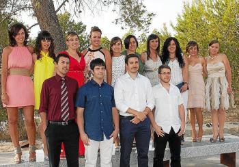 Foto de Javier Ares y Montserrat Seijas junto a miembros de sus respectivos equipos en el Toro.
