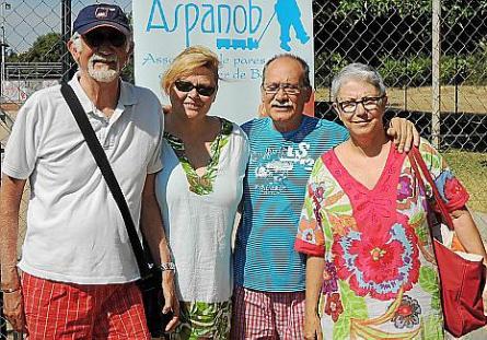Las autoridades, entre ellas el presidente de APB, Alberto Pons, se dirigen al buque de la 'Tras'