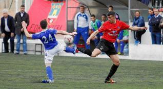 Xiscu, ayer en el entreno del Zaragoza, conduciendo el balón