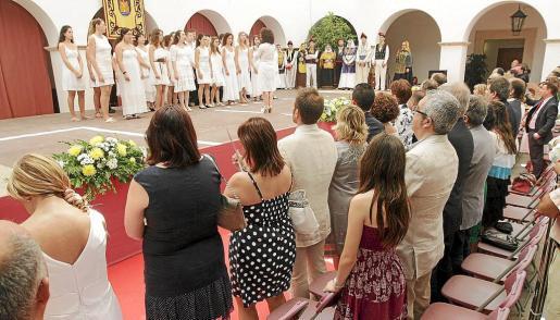 Familiares y autoridades han celebrado este jueves un homenaje a Diego Salvà y Carlos Sáenz de Tejada, los dos guardias civiles asesinados por ETA en un atentado terrorista en Palmanova, en 2009