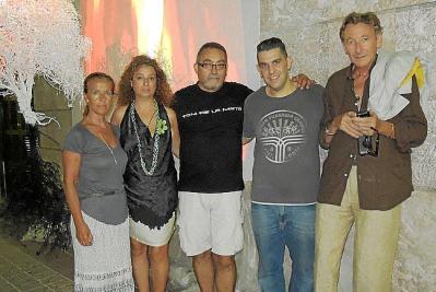 Los turistas del Imserso muestran un gran interés por conocer a fondo la historia y la cultura menorquina y es habitual encontrarlos de visita
