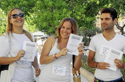 Laura Gorrías, secretària del certamen, amb Xavi Morató, Carles Gil i Alfonso Becerra, al Cercle Artístic.