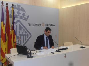 Informe. Antonio J. Sintes, Josep Oliver y Josep Fortuny ayer, durante la presentación del informe 2008