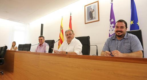 La presidenta del Govern, Francina Armengol, durante el debate de los presupuestos de Balears para 2016 en el Parlament.