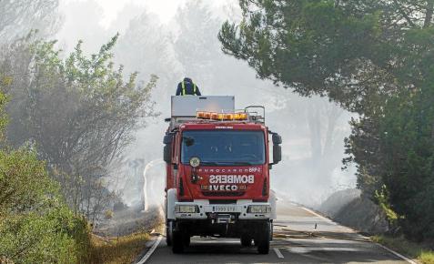 Nuevo contenedor quemado, en la calle Rossinyol de la urbanización de Santandria