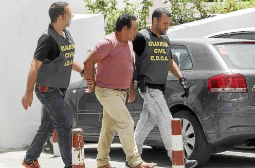 Salomé Cabrera , Santiago Tadeo y Adolfo Vilafranca, ayer en la sede insular del PP.