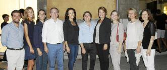 Los diputados de CiU (de izda a dcha) Marc Solsona, Carles Campuzano, Carles Páramo, María Carme Sayós y Lourdes Ciuró, posan con la bandera de Escocia.