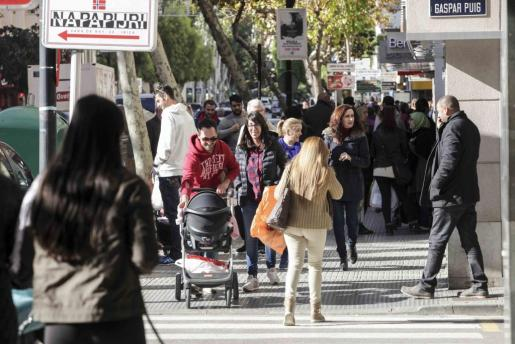 Una acción para concienciar. La iniciativa del Club Nàutic Ciutadella y de «Es Diari» ha contado con el apoyo de Coca-Cola, en u