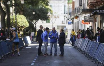 Maó a las 15.15 h. El termómetro de la calle Vives Llull marcaba con exactitud las altas temperaturas registradas ayer en el tra