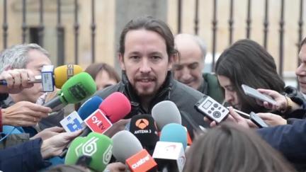 Juanola se mostró muy enojada por el tono de la moción del PP, que invitó a que los ciudadanos de Maó lean.