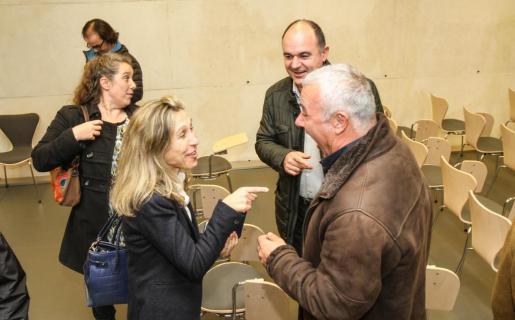 Ilusión. Los carteros reales despertaron la ilusión de los pequeños en un concurrido Teatre Principal de Maó