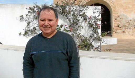 El concejal José López, el conseller Miquel Preto y el director insular Joan Sales, este viernes en el camino de Son Saura.