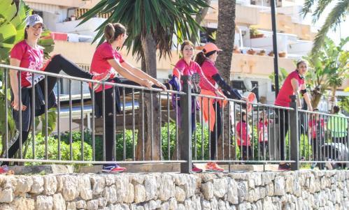 Joan Florit saltó ayer por primera vez esta temporada desde las plataformas de baño del norte de Ciutadella.