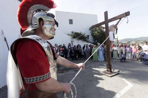 La directiva va presentar el programa a la sala Sant Antoni, en un acte que comptà amb l'actuació de Fermín Villanueva (violonce