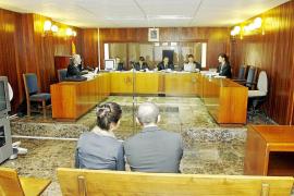 Díaz Ferrán puso sus dos chalés de la Isla en manos de sendos familiares