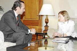 Que la consellera de Educación, Joana Maria Camps, marque estilo...