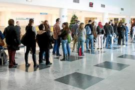 El Consell instala réplicas de 'taules' en las estaciones marítimas de Maó y Ciutadella