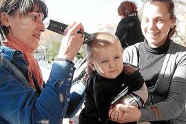 Mónica Oltra y Mireia Mollà, un beso que dará que hablar