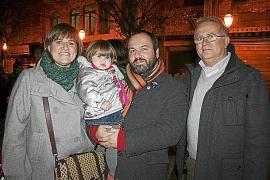 La PAH Menorca empapela las sucursales del Banco Popular