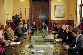 Felipe VI recibe a Mariano Rajoy en su primer despacho como nuevo Rey