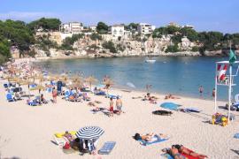 Que la playa pequeña de Sa Mesquida haya perdido buena parte de la arena...