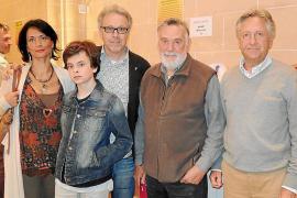 Los zapatos de Úrsula Mascaró se pasean por la alfombra rosa de los Premios Goya