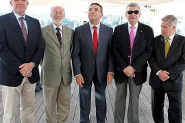 Ciutadella deja a los bares sin terrazas solo 20 días de la temporada