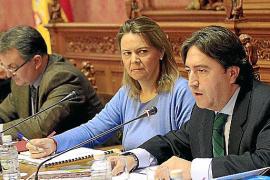 Águeda Reynés promete remodelar el polideportivo municipal