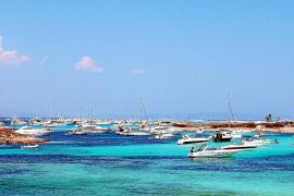 Los turistas califican de deficiente la oferta lúdica y comercial de la Isla