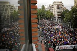 Cae la carga de una plataforma en la calle Cós de Gràcia de Maó