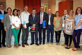 Biel Barceló se interesa por las nuevas tecnologías en Menorca Connecta