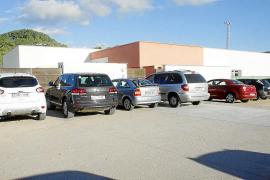 Arden tres contenedores en Ciutadella