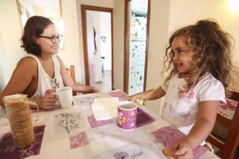 Mireia Pons ha invertit la recaptació menorquina en la reconstrucció d'una aula a una guarderia i ha repartit roba i menjar a fa