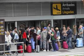 Eivissa quiere prohibir el consumo de cualquier bebida en la calle