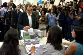 El PP y C's compiten por el voto moderado mientras PSOE ataca a Podemos