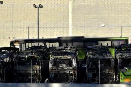 El Govern expedientó a decenas  de coches mal aparcados en Macarella