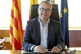 Paco Vallejo y Lluís Sintes, en la campaña a favor del comercio de Menorca