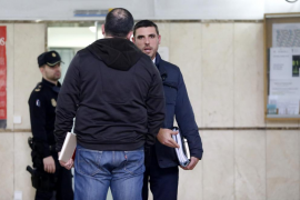 Dos años de cárcel por ofrecer droga a dos guardias civiles