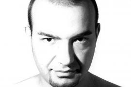 Josh Coombes, el peluquero de los 'sintecho'