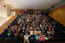 Unas 250 personas claman en Es Castell contra la violencia de género